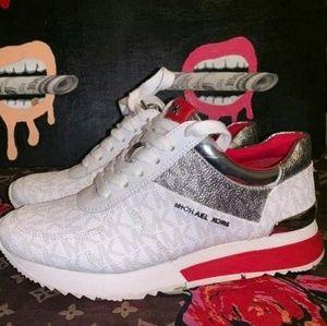 Michael Kors sneaker size 5 condition 9/10